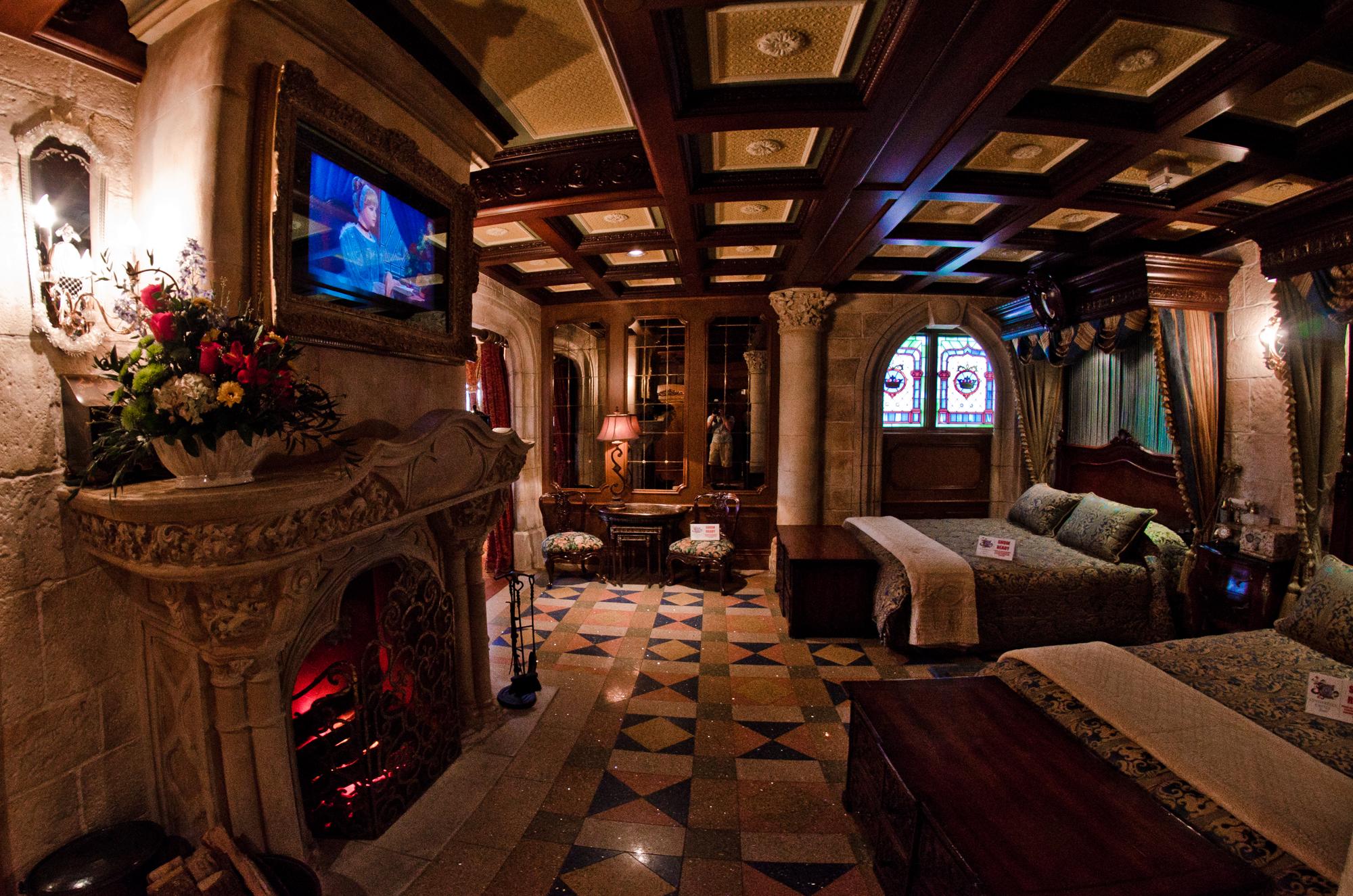 Cinderella castle suite tour photos disney tourist blog for Interieur hotel disney