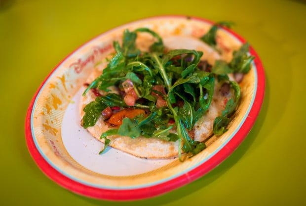 pizzafari-animal-kingdom-restaurant-disney-world-006
