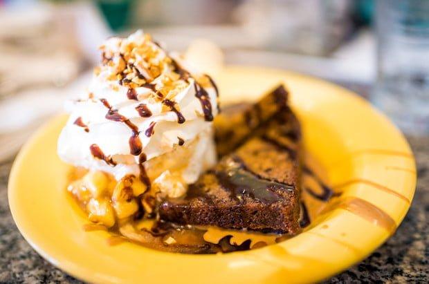 beaches-cream-soda-shop-disney-world-epcot-dessert-137