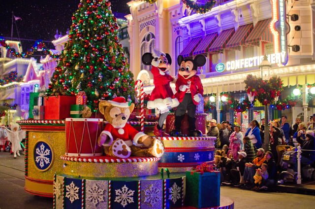 at disney theyre bigger and brighter imagine this its new years eve and youve been waiting in the same spot for nine hours just to see the - Disney World Magic Kingdom Christmas Decorations