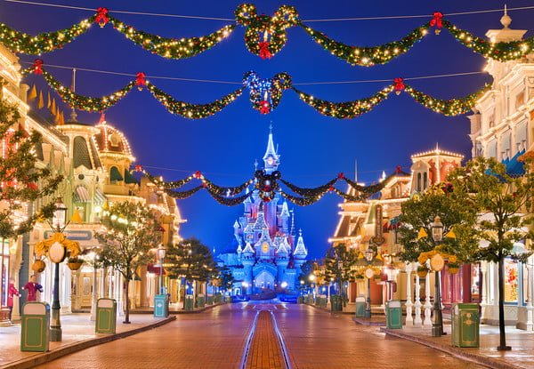 disneyland paris 39 main street at christmas disney. Black Bedroom Furniture Sets. Home Design Ideas