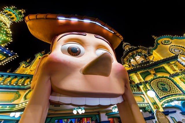 toy-story-midway-mania-disneysea-woody