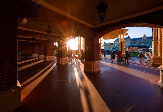 entrance-tokyo-disneyland-sunset