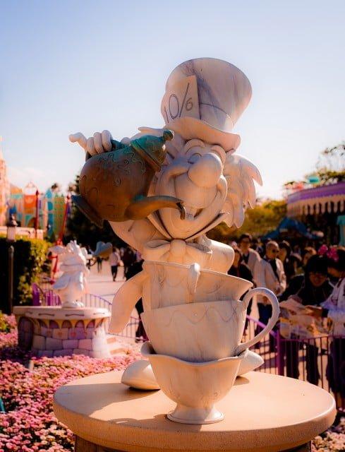 mad-hatter-statue-tokyo-disneyland