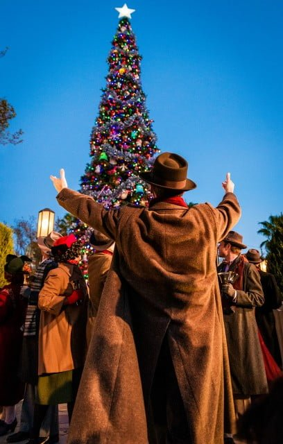 buena-vista-street-tree-lighting-disney-california-adventure