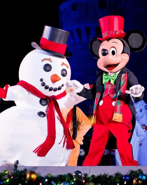 mickey-mouse-snowman-christmas
