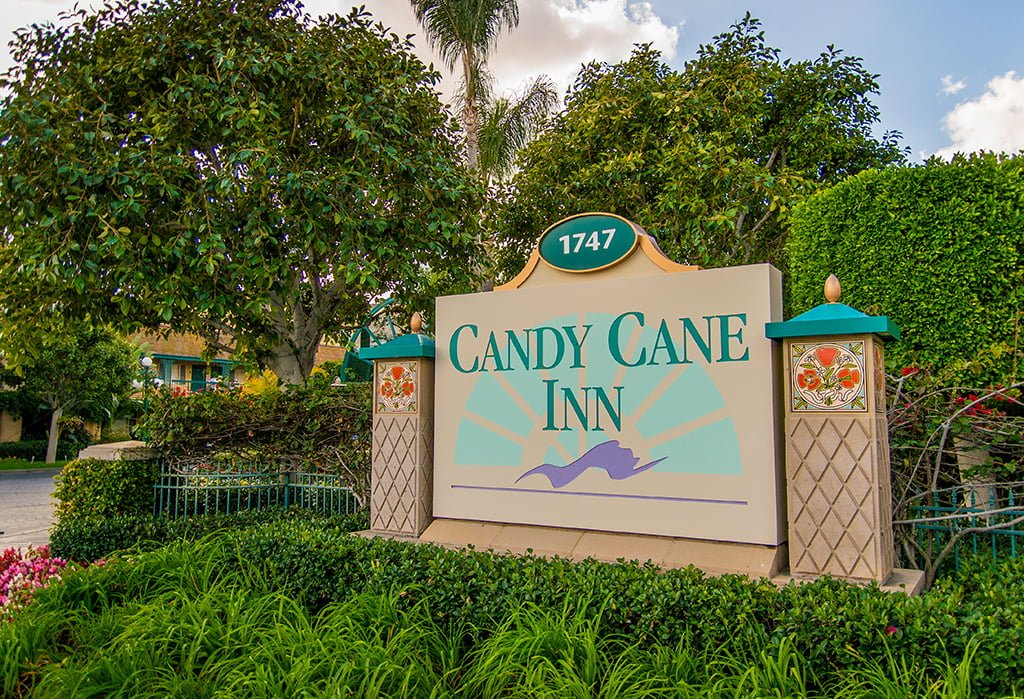 Candy cane inn review disney tourist blog for Candy hotel