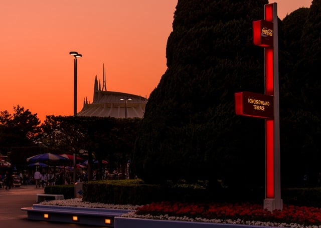 tomorrowland-terrace-sign-space-mountain-sunset