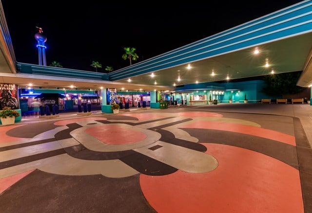 disneys-hollywood-studios-entrance-night