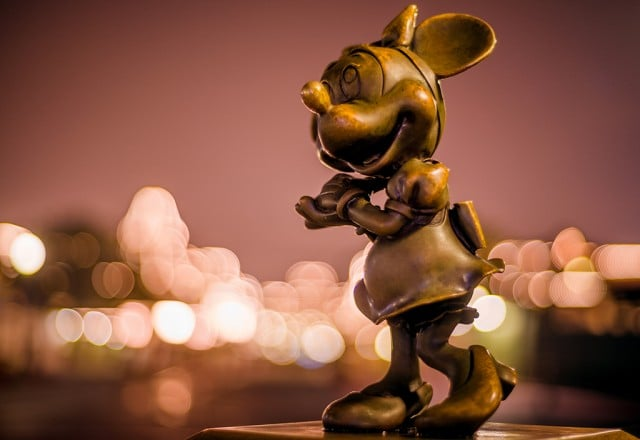 minnie-mouse-nighttime-bokeh
