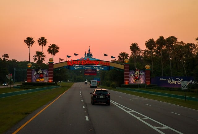 walt-disney-world-entrance-sign