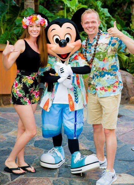 sarah-tom-bricker-mickey-mouse-aulani-hawaii
