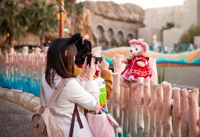 shellie-may-posed-disneysea