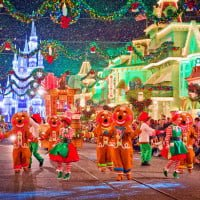 gingerbread-people-christmas-parade-M