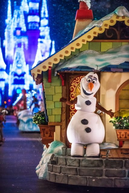olaf-portrait-christmas-parade