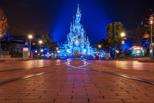 main-street-ground-sleeping-beauty-castle-christmas-lights