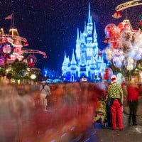 balloons-blurred-crowd-mvmcp