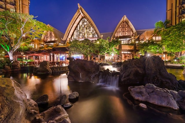 jumping-fountain-aulani-night