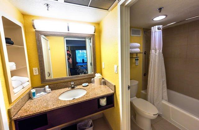 wyndham-lake-buena-vista-hotel-bathroom