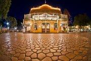 golden-horseshoe-disneyland-night-620x424