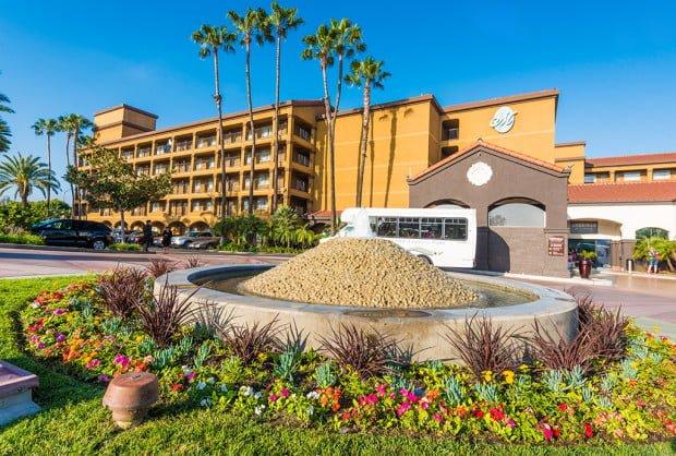 Hotel menage anaheim ca hotel menage anaheim resorts reviews escapes ca hotel menage anaheim for Anaheim majestic garden hotel yelp