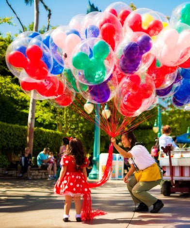 sigma-35-disneyland-balloons-girl