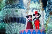 620x412xmickey-minnie-waving-castle-dreamlights-620x412.jpg.pagespeed.ic.Moeho87hcq