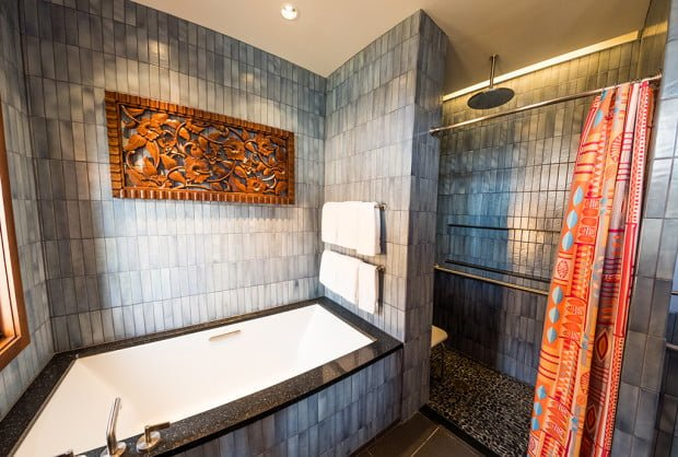 polynesian-bungalows-master-bath-tub