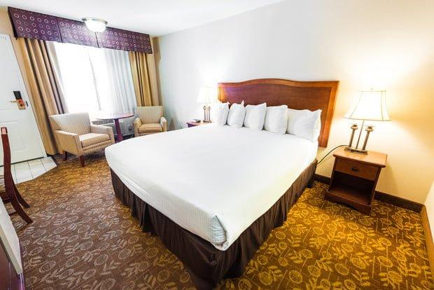 tropicana-inn-suites-disneyland-good-neighbor-hotel-room-wide