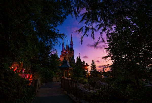 cinderella-castle-rainbow-sunset-enchanted-forest-tokyo-disneyland-M