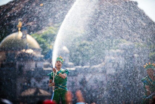 tokyo-disneysea-hose-performer