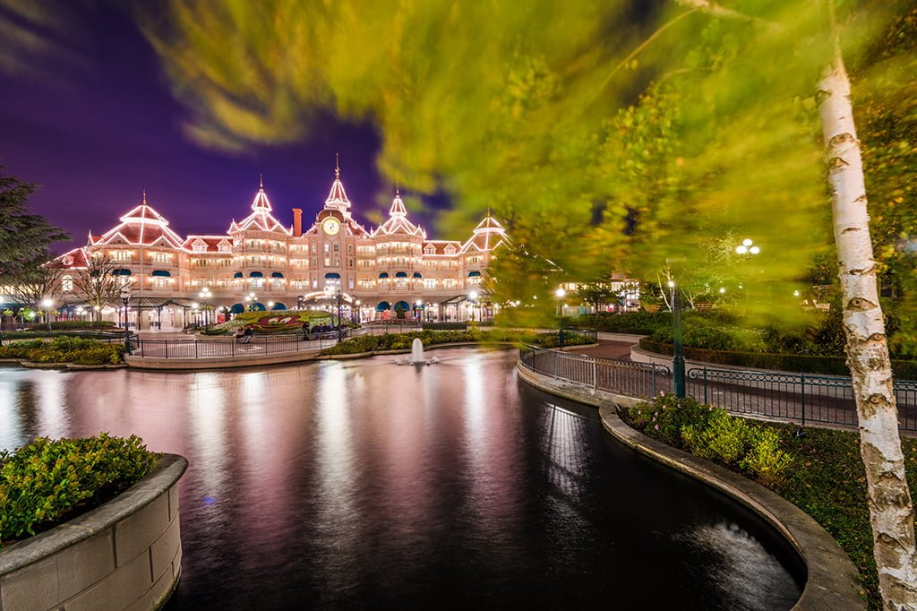 Disneyland Hotel Paris Rustling Leaves Blur Copy