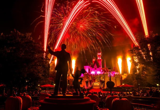 halloween-screams-fireworks-disneyland