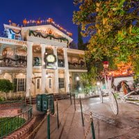 haunted-mansion-holiday-front-entrance