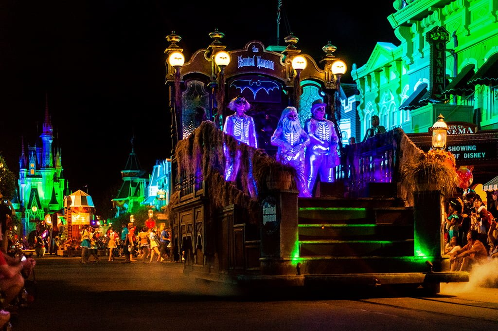 halloween at the disney parks disney tourist blog - When Does Disneyland Decorate For Halloween