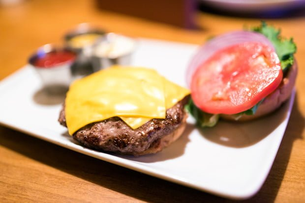 angus-burger-crews-cup-lounge-walt-disney-world