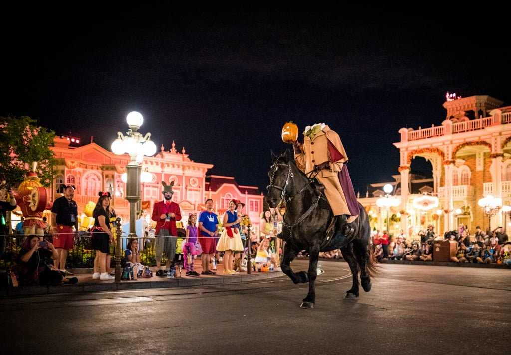 Mickey 39 s not so scary halloween party recap disney for Where to have a halloween party
