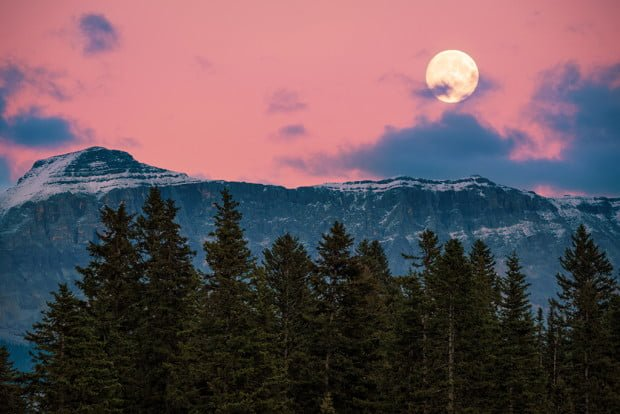 super-moon-sunset-banff-national-park-canadian-rockies