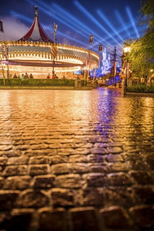 fantasyland-pavers-castle-carrousel-wet-pavement-wide-open copy