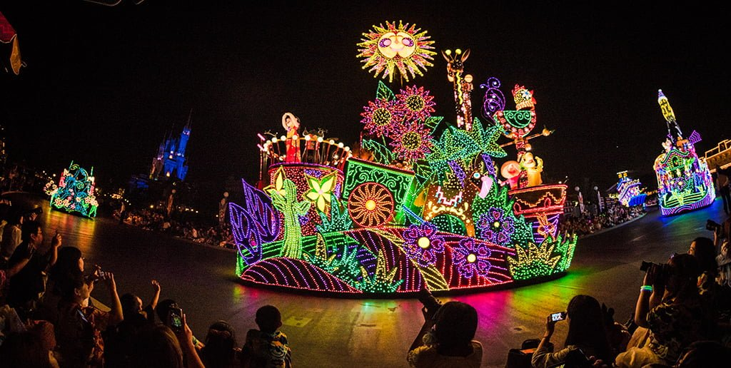 light parade disneyland paint the is not moving to disney world stop 669