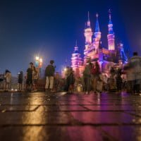 shanghai-disneyland-blurred-guests-enchanted-storybook-castle