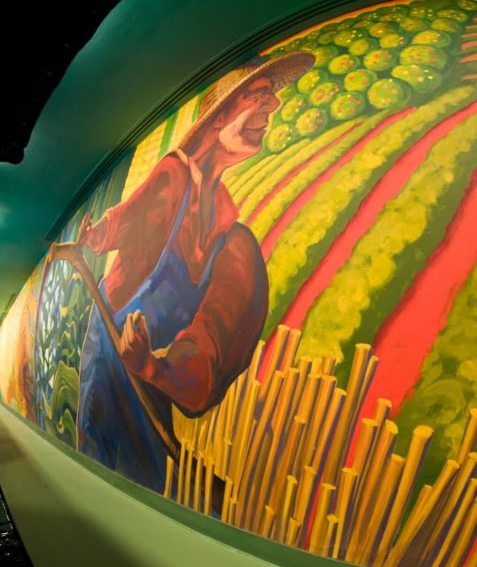 Top 10 distinctly patriotic attractions at disney world for Disney world mural