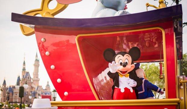 mickeys-storybook-express-parade-shanghai-disneyland-025