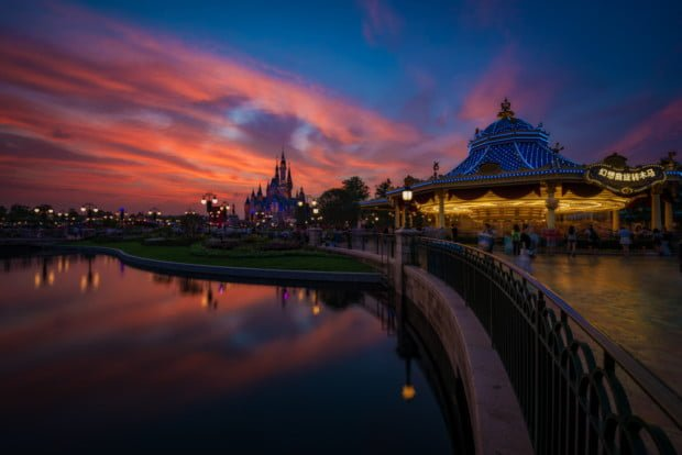 gardens-of-imagination-fantasia-carousel-sunset-shanghai-disneyland_1