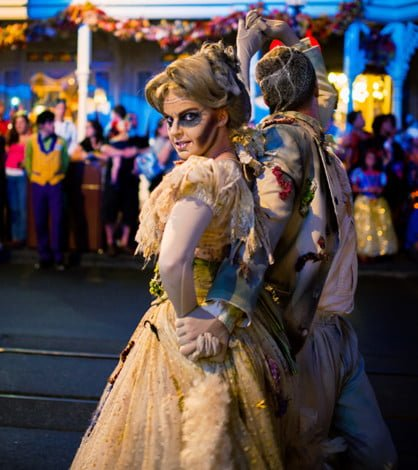 haunted-mansion-ballroom-dancers