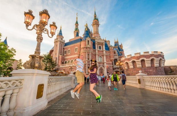 sarah-tom-bricker-jumping-shanghai-disneyland