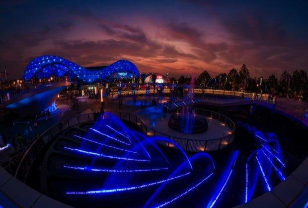 tomorrowland-dusk-sky-shanghai-disneyland-grand-opening-bricker_1
