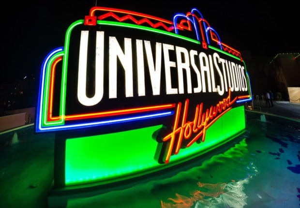 universal-studios-hollywood-planning-guide-sign