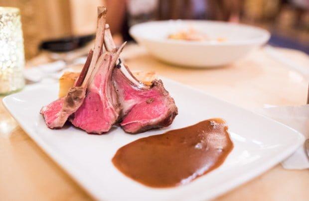 dinner-be-our-guest-restaurant-magic-kingdom-disney-world-040