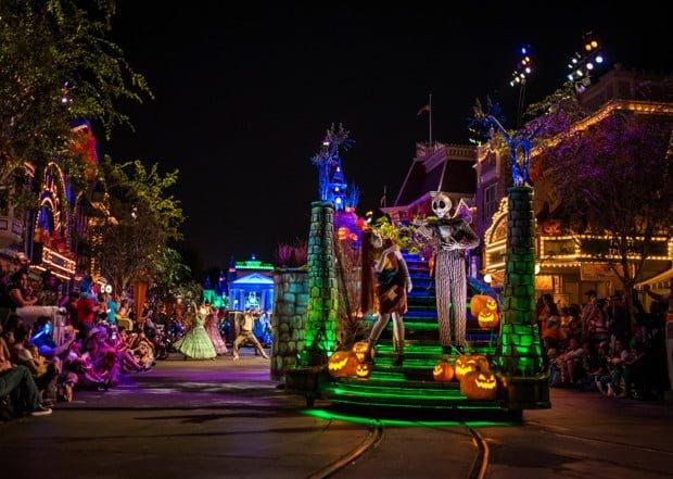 frightfully-fun-parade-mickeys-halloween-party-disneyland-059